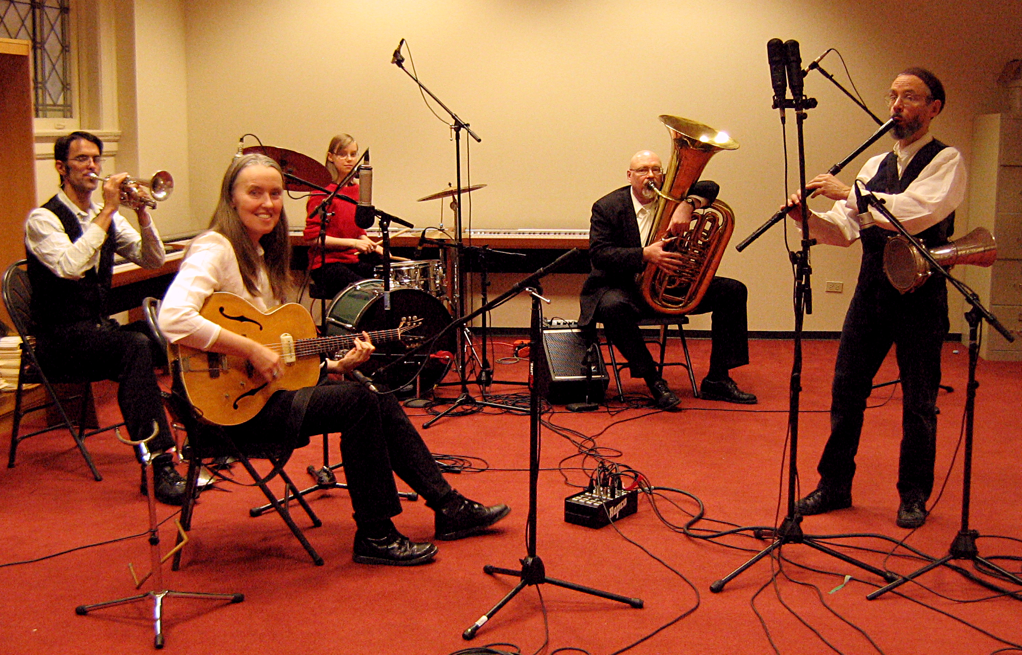 Image of a Jutta & the Hi-Dukes recording session.