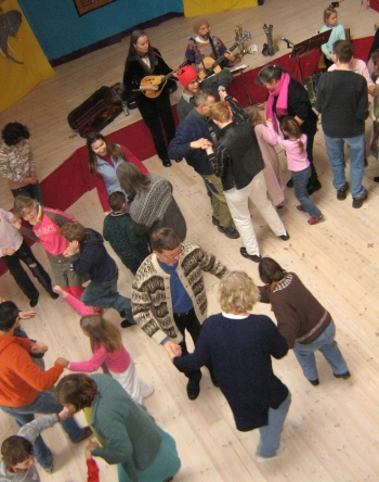 Image of Hi-Dukes teaching dance to teachers