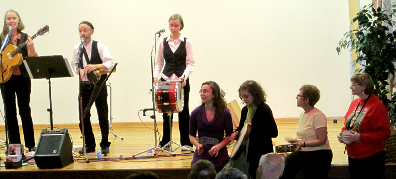 Jutta & the Hi-Dukes (tm) performing as a trio at the Morton Grove Library, Illinois.