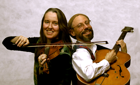 Photo of Jutta & the Hi-Dukes (tm) as a duet – Jutta Distler – violin, Terran Doehrer – guitar. Photo by Dan Tong. © 2007 Modal Music, Inc. (tm) All rights reserved.