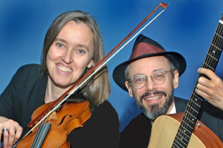 Photo of Jutta & the Hi-Dukes (tm) as a duet – Jutta Distler – violin, Terran Doehrer – guitar. Photo by Wally Reichert. © 2003 Modal Music, Inc. (tm) All rights reserved.