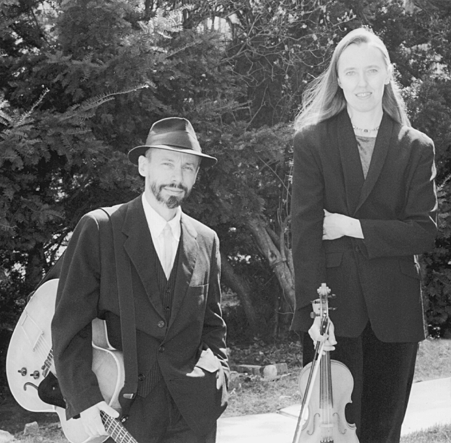 Photo of Jutta & the Hi-Dukes (tm) as a duet – Jutta Distler – violin, Terran Doehrer – guitar. Photo by A. Richardson. © 1999 Modal Music, Inc. (tm) All rights reserved.